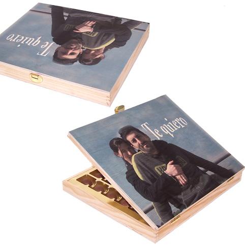 Caja madera de bombones personalizada for Cajas personalizadas con fotos